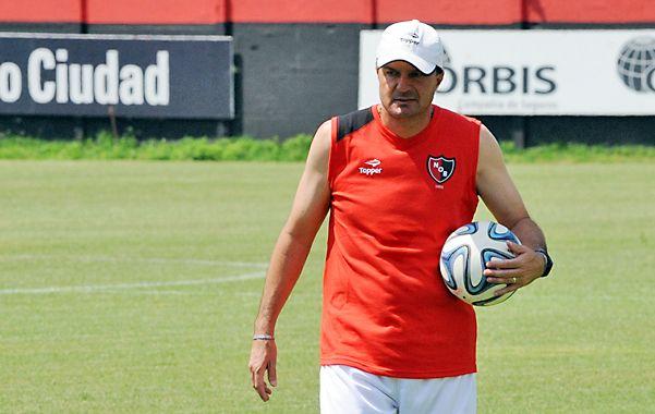 Cinco veces jugó el equipo de Raggio fuera de Rosario por el torneo y no perdió. Ganó 2 y empató 3.