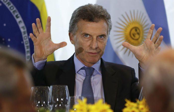 Macri tomó el teléfono e invitó a la presidenta a concurrir al Salón Blanco.