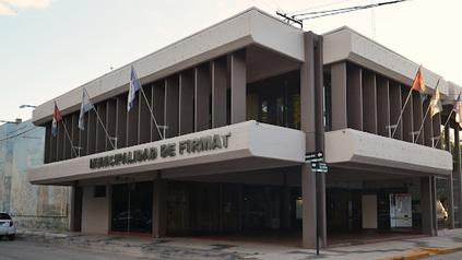 Imputaron a un funcionario de la municipalidad de Firmat por abusar de su propia hija.