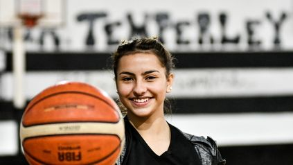 Candela Díaz, la adolescente de zona sur que encontró en el básquetbol un camino de superación.