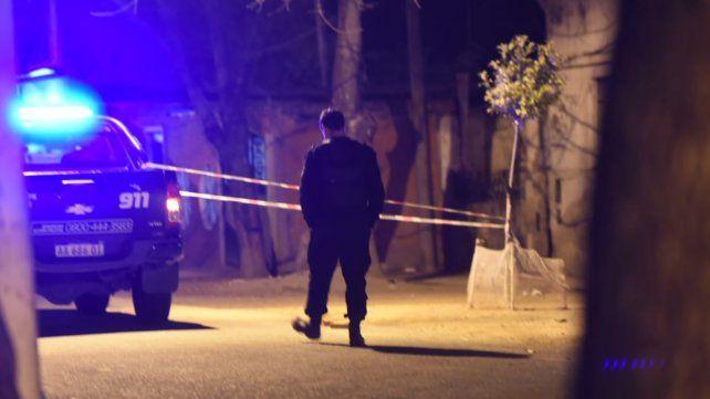 Dos muertos y tres heridos en una feroz balacera contra una familia en barrio Yrigoyen