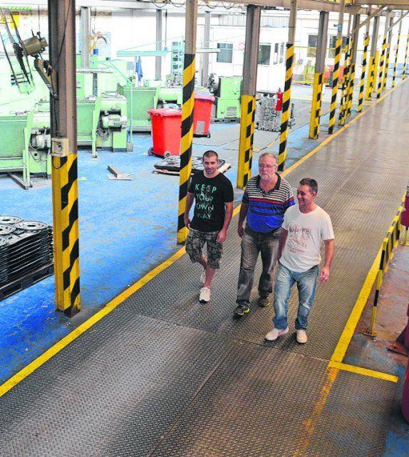 Resistir. Los obreros de Mefro Wheels pelean por la continuidad de la fábrica.
