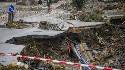 La fuerza de las corrientes de agua y troncos destruyó una cantidad enorme de viviendas e infraestructura en el oeste de Alemania.