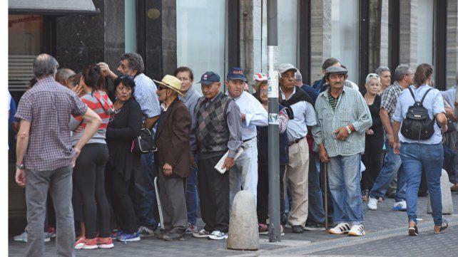 La idea del gobierno es establecer una jubilación anticipada para personas que reúnan ciertas condiciones. Una de ellas