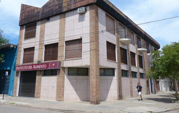 Uno de los blancos. El Instituto municipal de Felipe Moré al 900 fue asaltado el 24 de octubre del año pasado.