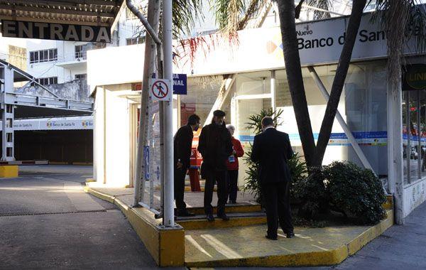 En el cajero de Paraguay al 800 ayer dejaron otro paquete.
