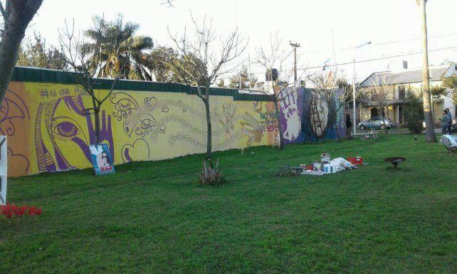 El inmenso mural en Oliveros mantiene vivo la trágica muerte de Malene.