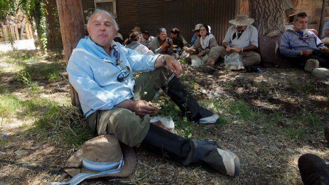 13/01/07 El intendente Miguel Lifschitz, durante el cruce de los Andes en mula, organizado por la Asociación Sanmartiniana. Foto Néstor Juncos.