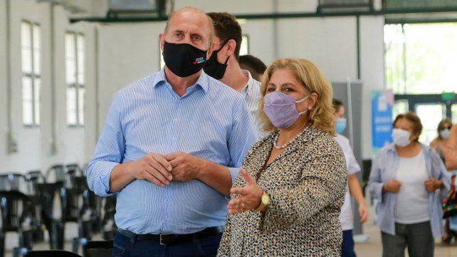 la-ministra-salud-la-provincia-sonia-martorano-junto-al-gobernador-omar-perotti-la-recorrida-uno-los