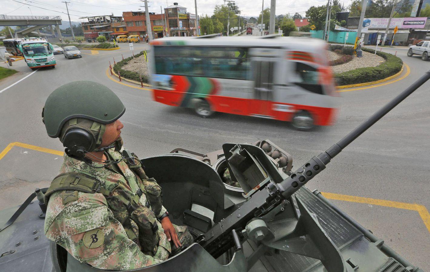 Vigilancia. Cientos de miles de soldados custodian las calles colombianas.