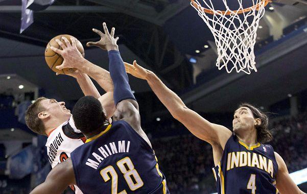 No alcanzó. Luis Scola aportó 2 puntos y ganó 2 rebotes en sus 19' en cancha.