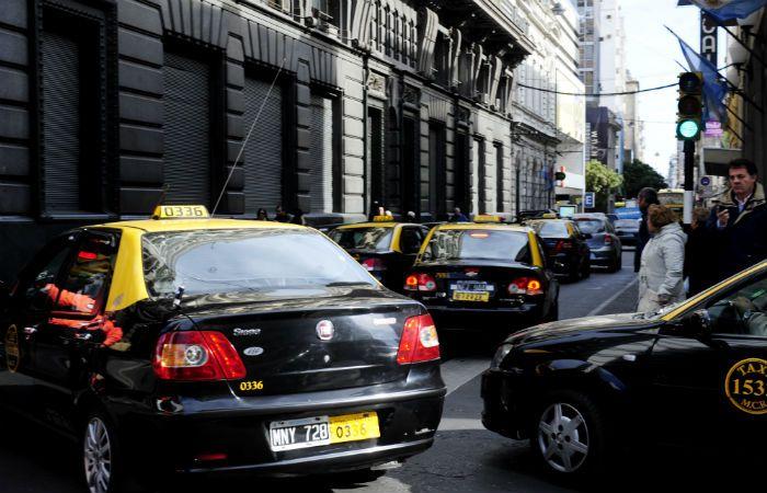 El edil radical cuestionó a algunos sectores de taxistas que se reislos