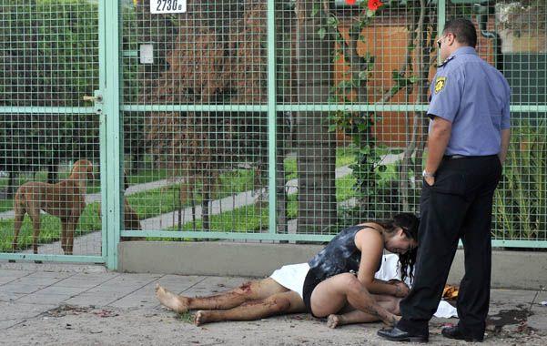 """Dolor. La pareja de """"Javito"""" estaba con él cuando lo asesinaron. (foto: Francisco Guillén)"""
