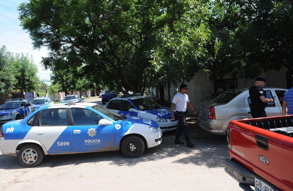 Santa Lucía. Policías