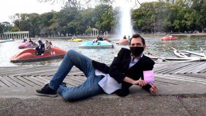 Mariano Mumo Oviedo protagonizó una divertida parodida de la vacunación contra el Covid.