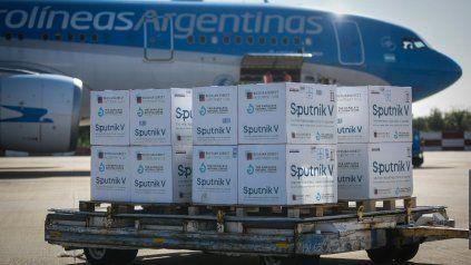 Otra vez, un avión Airbus 330 de AA partirá hacia Moscú en busca de otra partida de vacunas Sputnik V. Debe salir al mediodía desde Ezeiza.