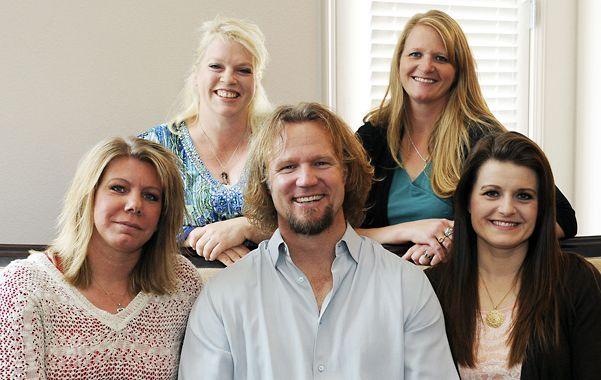 Insólito. Kody Brown posa con sus esposas en Las Vegas.