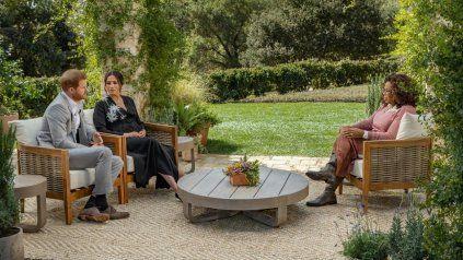 La entrevista. Meghan, acompañada de su esposo Harry, disparó con todo en la charla con la presentadora de la CBS.