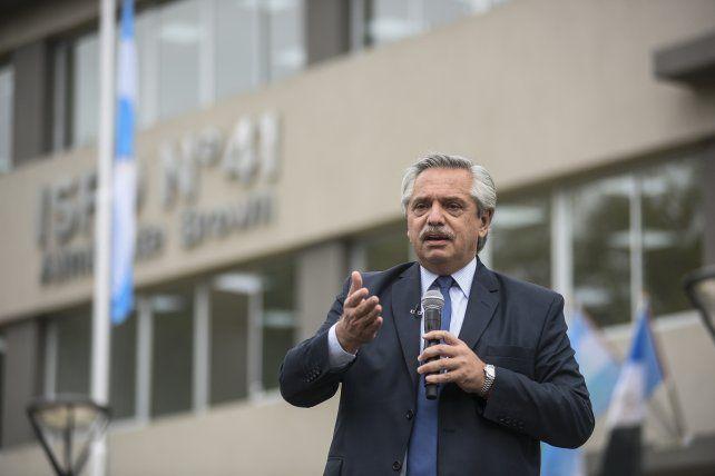 Alberto Fernández: Los violentos tiran piedras, nosotros llevamos vacunas