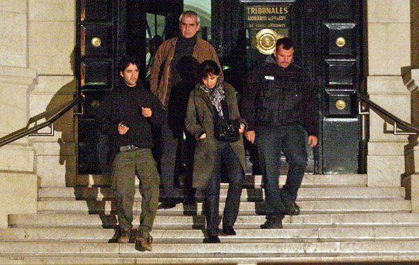 Vecinos de la víctima salen de declarar de Tribunales.