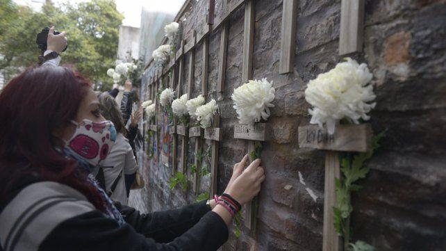 Uno de los actos en memoria de las 22 víctimas de la tragedia de calle Salta2141.