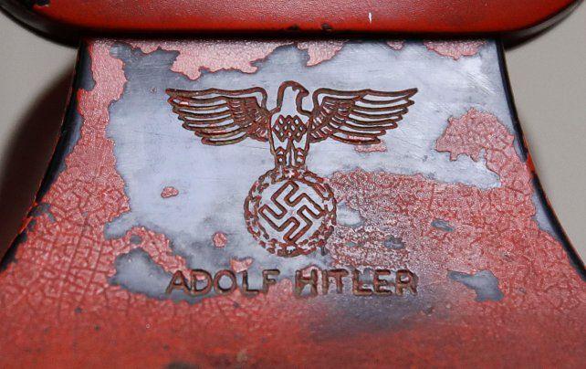 Vestigio del horror. El soporte del tubo lleva el nombre de Hitler.