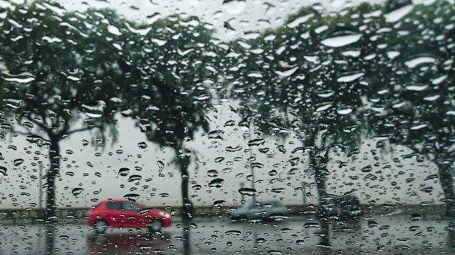 En el este de la provincia rigen dos alertas amarillas por lluvias algunas localmente fuertes.