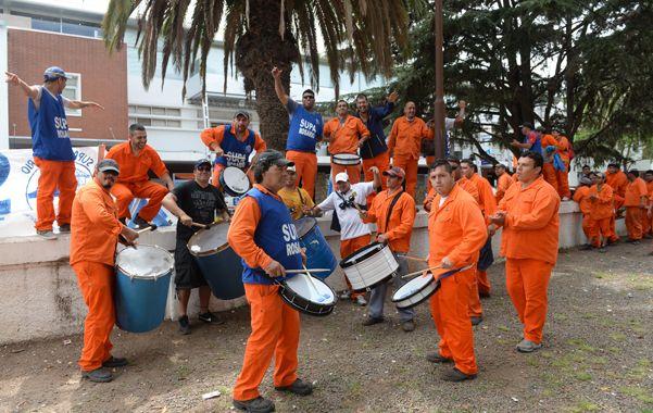 El conflicto desatado en el puerto local hace más de dos meses se trasladó ayer a La Fluvial.
