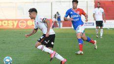 Sebastián Palacios la lleva en el amistoso con Unión. El conjunto rojinegro jugará el último este sábado ante Colón.