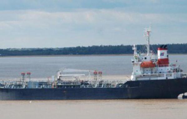 El buque estuvo más de 10 días varado y entorpecía la navegación fluvial.