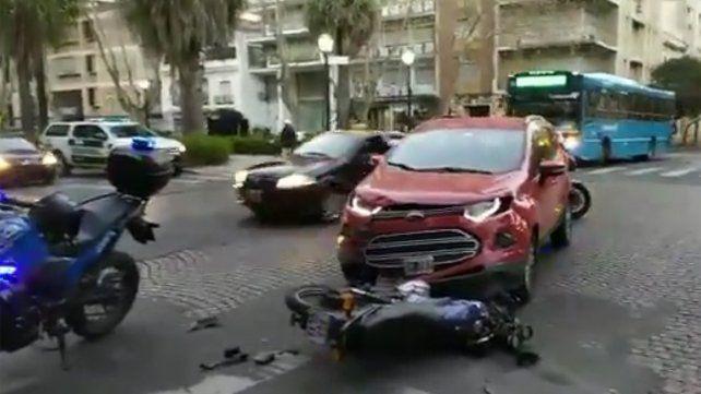 El choque entre una moto y una camioneta se produjo antes de las 8 en San Lorenzo y Oroño.
