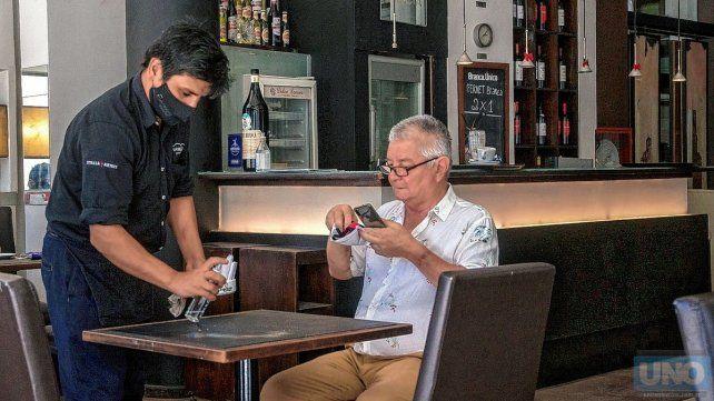 los-trabajadores-bares-y-restaurantes-recibiran-un-aporte-10000-pesos