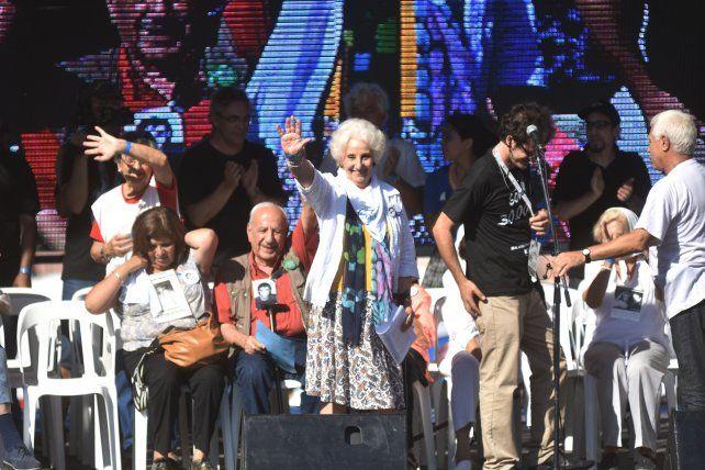 Escenario. Carlotto encabezó el acto masivo en Plaza de Mayo