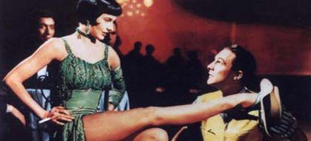Murió Cyd Charisse, la actriz que bailó en Cantando bajo la lluvia