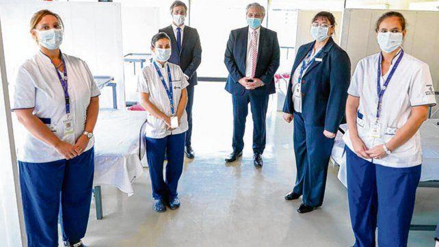 En Pilar. El jefe del Estado visitó el nuevo Hospital Solidario Covid-19.