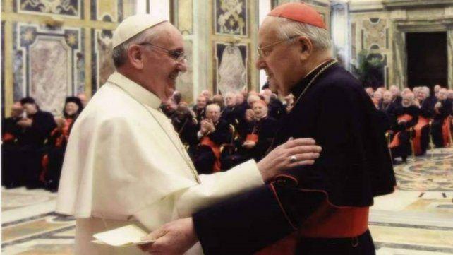 Santa sede. Francisco y Sodano en una postal pasada.