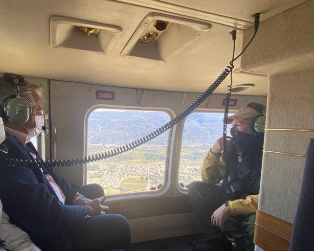 Tras los incidentes, el presidente Alberto Fernández sobrevoló la zona afectada por el incendio.
