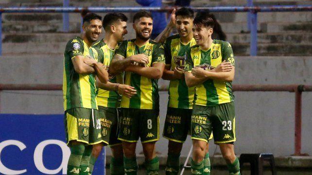 Festejo marplatense. Aldosivi no dejó dudas al golear 3-0 a Atlético Tucumán.