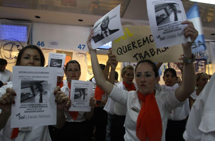 En Aeroparque y en el Aeropuerto Islas Malvinas se repiten las protestas de los empleados de Sol.