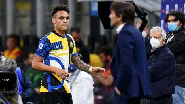 Tenso momento. Lautaro Martínez es reemplazado a los 77 y después de mirar a Conte reaccionó con dureza.