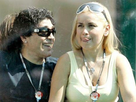 La mujer que convivió ocho años con el máximo astro futbolístico concurrirá al envío acompañada del hijo que tuvo con Maradona