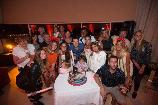 El Mago Coria festejó su cumpleaños número 35 con amigos y familia en Punta del Este