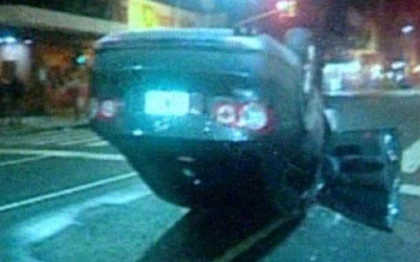 Avería. El auto de Moriatis volcado. Se le rompió un extremo de dirección.