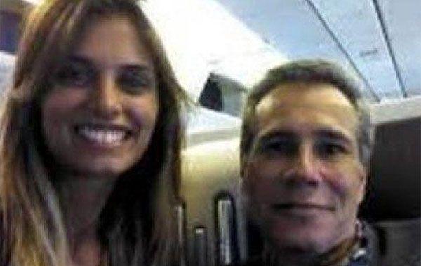 La modelo de 25 años apareció en varias fotos junto al fiscal