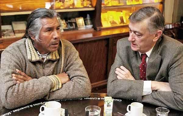 Hermes Binner tomó café con el líder de la comunidad qom.