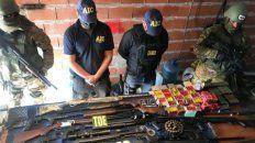 Parte del arsenal secuestrado en una serie de allanamientos realizados el lunes pasado. Un agente encubierto fue vital en la operación.