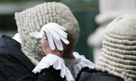 Los tres jueces británicos se quedaron sin trabajo por navegar en páginas XXX.
