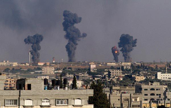 En guerra. Un bombardeo aéreo israelí sobre Gaza y el lanzamiento de cohetes palestinos.