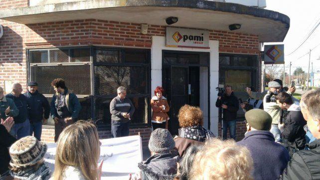 Los afiliados de Pami se movilizaron la semana pasada a la sede local de Pami para manifestar sus reclamos.
