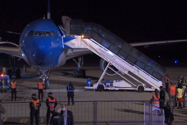 En pista. Aeronaves de Aerolíneas cumplen dos de los traslados.